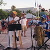 Litt underholdning av noen karibiske trubadurer i solnedgangen. Den ene hevder å ha en doktorgrad i et eller annet.