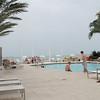 Bassenget ved Edgewater Beach Hotel i Naples. Kanskje det fineste hotellet vi var på denne ferien, med basseng, egen strand, nydelig stor seng på rommet og lydløs aircondition. Dessverre var vi der kun ett døgn, siden vi hadde planer om å dra videre nordover mot Tampa Bay.<br /> <br /> Selv om vi ikke var lenge i Naples, fikk vi et godt inntrykk av området. Det virket behagelig avslappet og med koselige gater, flotte strender og lite trafikk.