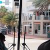 Vi ble guidet rundt og fikk høre noen anekdoter om de ulike Art Deco-bygningene ved Miami Beach.