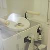 Fra museet ved ISS-bygningen: Et toalett tilpasset romstasjonen.