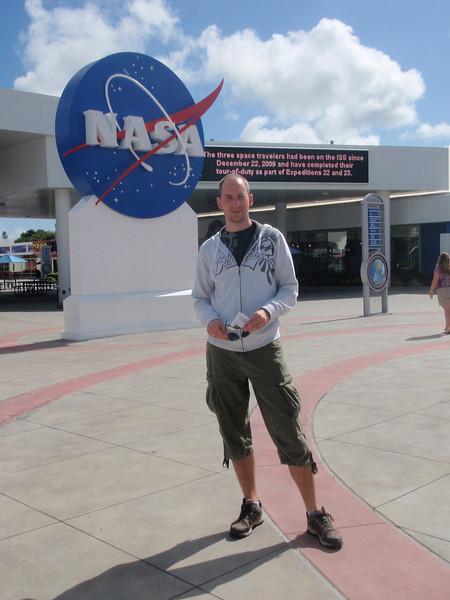Vi har kommet til 23. juni og vi har kjørt 1-2 timer østover til Kennedy Space Center ved Cape Canaveral.