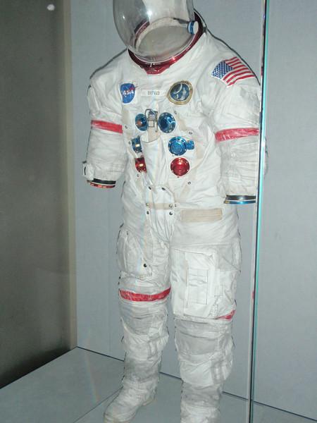 """En såkalt """"A7-L extra vehicular suit"""" fra Apollo 14. Altså en ekte romdrakt."""