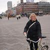"""Silje """"tjuvlåner"""" en sykkel på rådhusplassen..."""