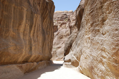 018 - Entering the Siq (narrow canyon)