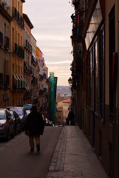 Calle del Salitre, a narrow street with a steep drop and a great view to the west of the city.