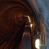 Pohled do tunelu nejvýše položeného metra na světe. Byl to vážně slušnej sešup.