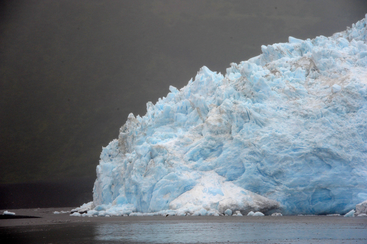 GLACIERS: The edge of the Aialik glacier in the Bay of Alaska.