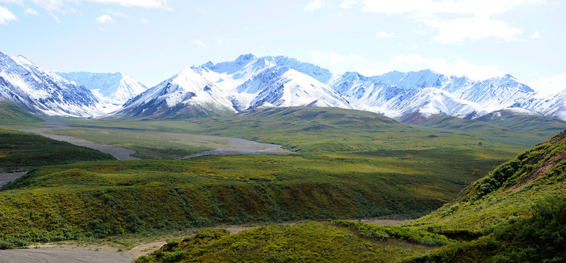 MOUNTAINS: After a period of snow, the sun comes out on the bus tour through Denali National Park