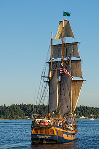 Another shot of the Hawaiian Chieftain as she sails away from us.