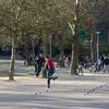 I Vondelpark var det mange flere folk, og det var også de som benyttet anledningen til å trene/vise fram sine rulleskøyte-skillz.