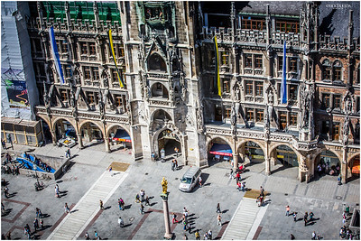 Marienplatz center below.