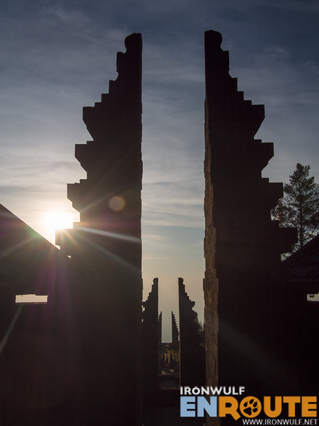 Split gates align