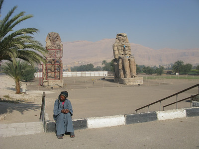 Colossi of Memnon, 75' high, built around 1500 BC