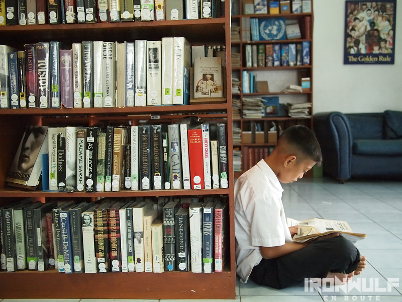 A kid reading at the Dioso Library