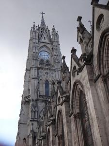 Basílica del Voto Nacional: http://en.wikipedia.org/wiki/Bas%C3%ADlica_del_Voto_Nacional