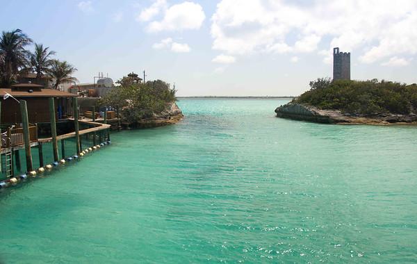 въезд в голубую лагуну. такой маленький вход, и начинается счастье.  Gateway to the Blue Lagoon island and the gateway to a perfect day at the beach.