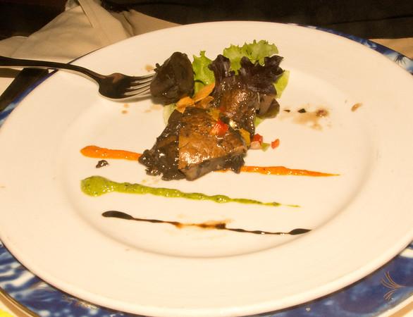 мясо с грибами или чтото в этом роде. никто не жаловался что не вкусно.  Stuffed portobello mushrooms - surely, pleased all veggie lovers!