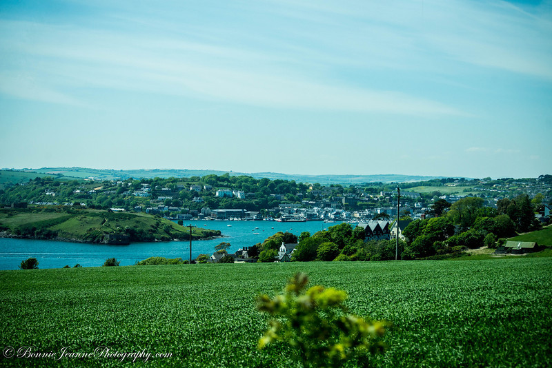 Kinsale, 25km south of Cork city, enjoys a glorious setting at the head of a sheltered harbour around the mouth of the Bandon River. Two imposing forts and a fine tower-house remain as evidence of its former strategic importance as a trading port