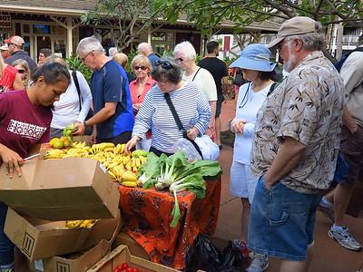 apple bananas at the Kukuiula Farmers Market