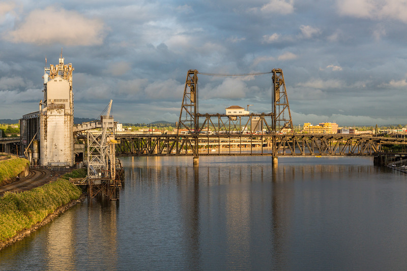 View of the N Steel Bridge from the NW Broadway Bridge