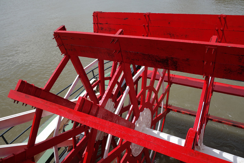 The paddlewheel was huge (no good sense of scale in this shot).
