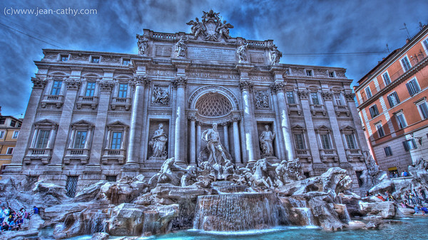 Somehow we missed the Trevi Fountain when we first came to Rome ... omission amended  :)