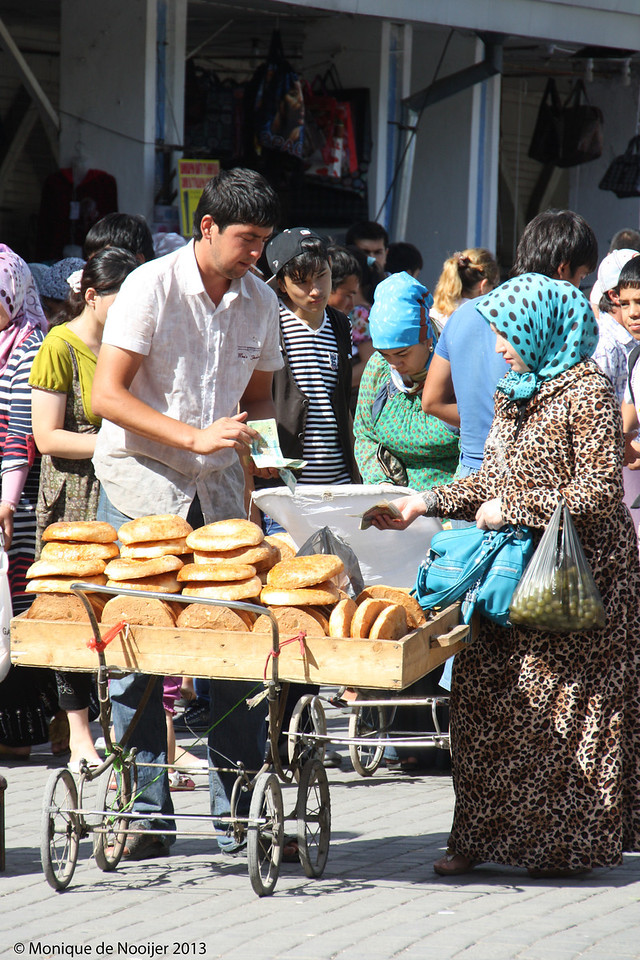 Selling the famous bread, obi non, Chorsu Bazaar in Tashkent.