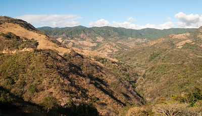 As we climb through the foothills we get a view of the verdant cloud forest along the continental divide, with Monteverde at center.