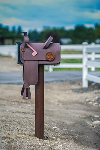 Saddle Mailbox