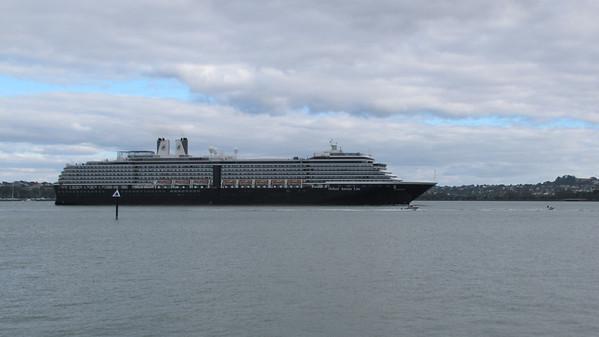 Oosterdam Arriving in Auckland