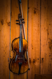 Fiddle on the Wall