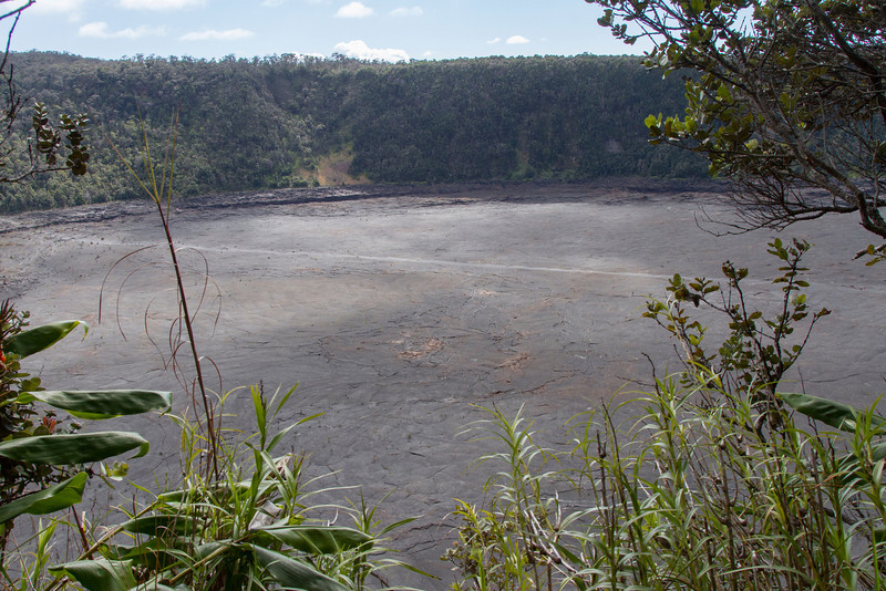 Hawaii Volcanoes Nat. Park: Kilauea Iki Crater.