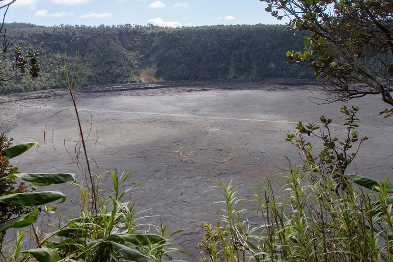 Hawaii Volcanoes Nat. Park: Kilauea Iki Crater.