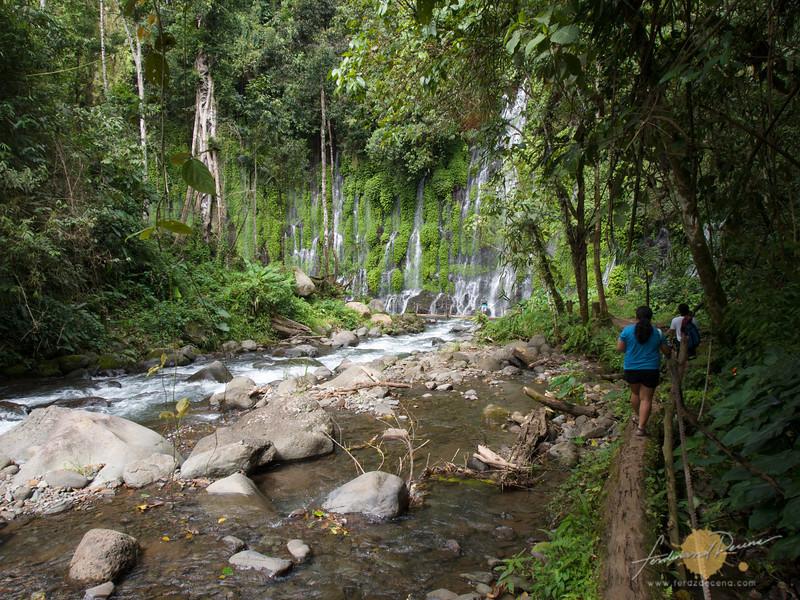 Approaching Asik-asik falls