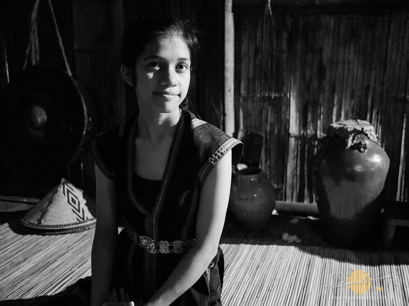 A young girl from the Dusun House