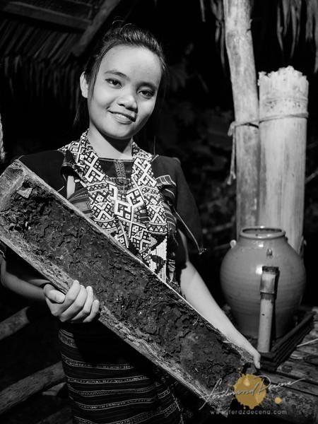 A Dusun honey maker