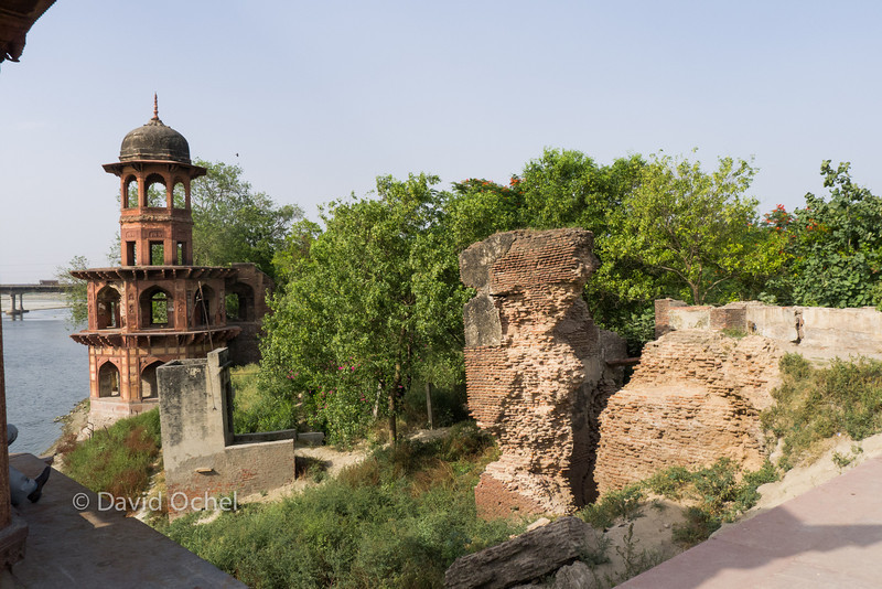 Ruins at Chini-ka-Rauza