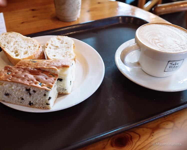 Breakfast at Cafe in Sinnonhyon - Seoul, Dec 27, 2014