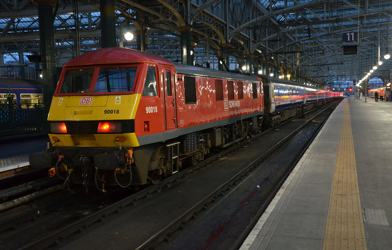 90018 stands at Glasgow Central after working the E.C.S Sleeper from Polamadie Depot for the 2340 London. 040814