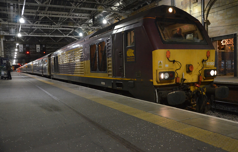Having arrived with 90029 from Crewe on the sleeper, 67007 would haul the Aberdeen portion north from Edinburgh seen here in Edinburgh Waverley before departure. 010314