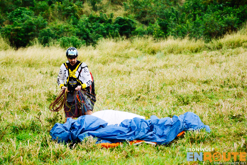 Actor Ian Veneracion joins in on the paragliding fun