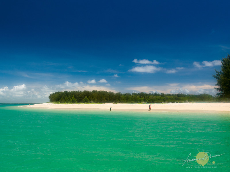 The emerald waters of Apuao Islands
