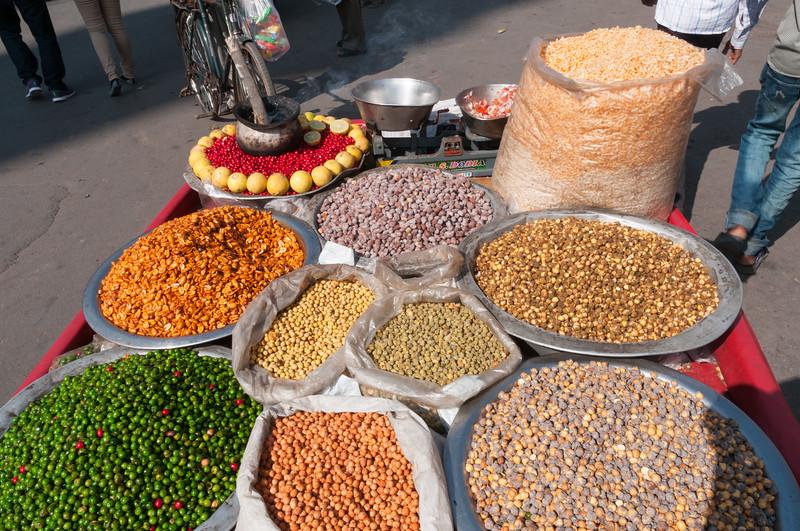 Snack vendor in Charminar market area, Hyderabad.