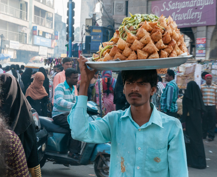 A samosa vendor, Charminar market area, Hyderabad.