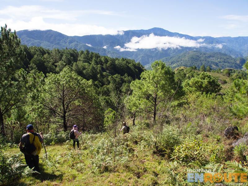 The descending trail to Kaipitan