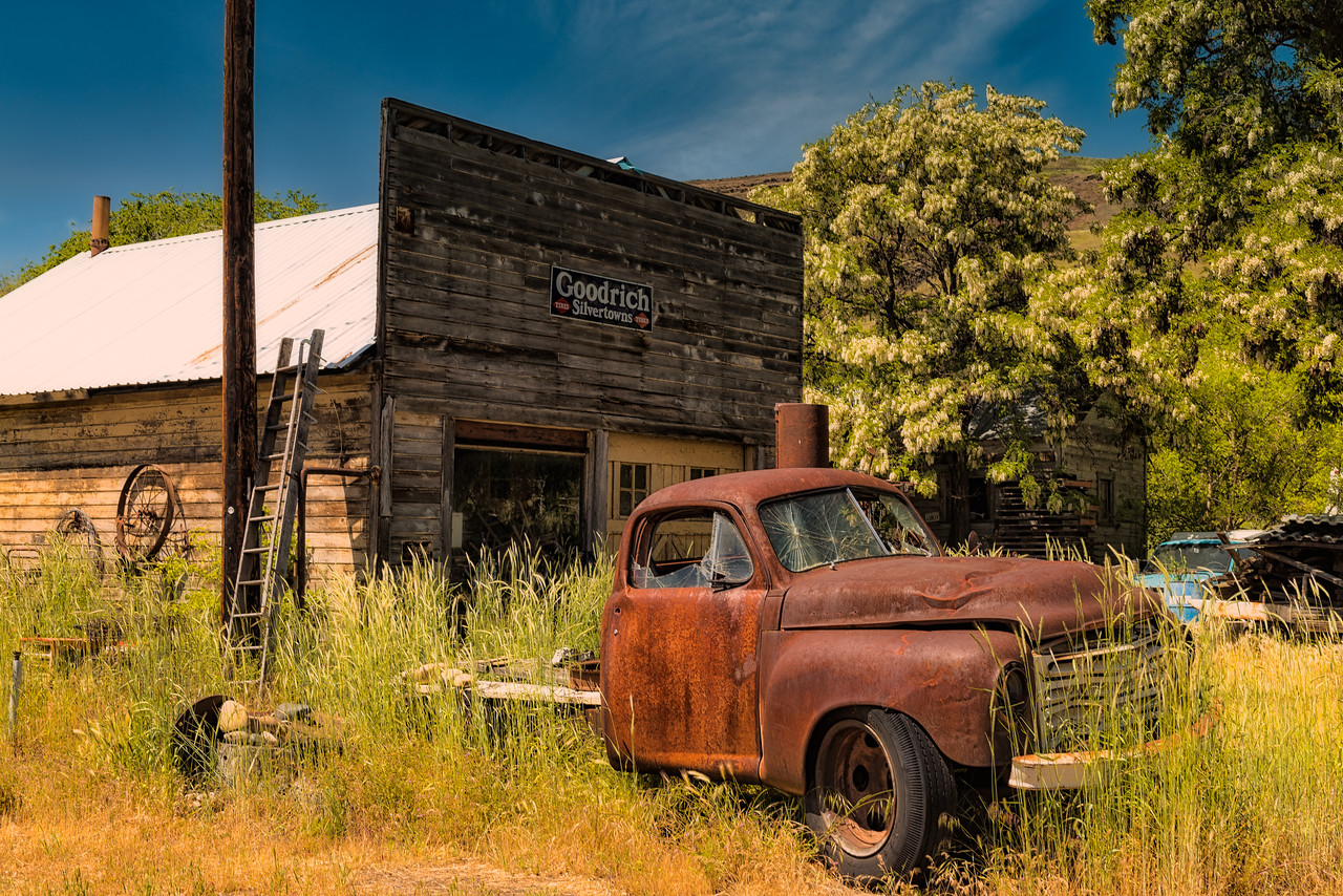Old truck and Garage in Maryhill, WA