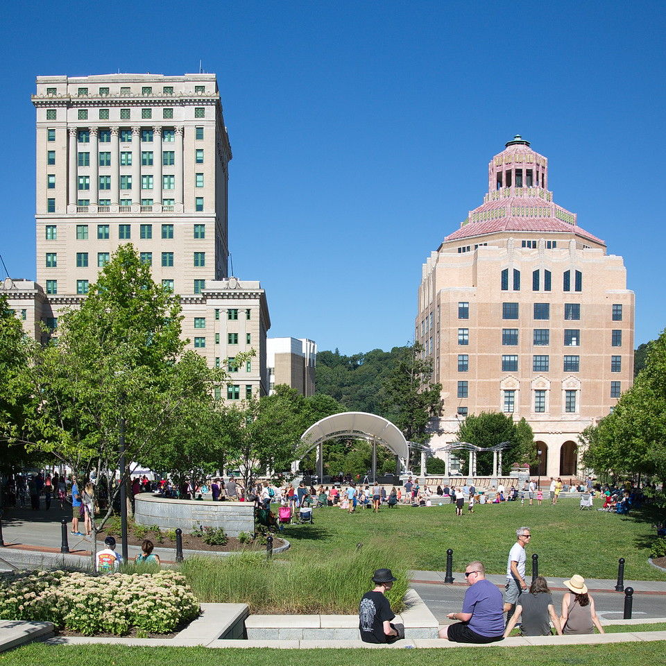 "This is the Roger McGuire Green by the City-County Plaza in downtown Asheville. The building on the left is the Buncombe County Courthouse (1928), and the art-deco building on the right is the Asheville City Hall (1926). The courthouse was originally planned to match the city hall, but due to differences between city and county officials, the architecture of the courthouse was changed. You can read a good history here: <a href=""http://www.nps.gov/nr/travel/asheville/bun.htm"">http://www.nps.gov/nr/travel/asheville/bun.htm</a>"