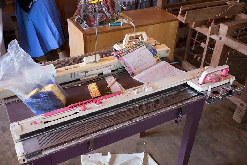 Programmable knitting machine
