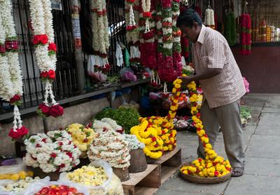 scene from the veg/flower market on Sampige Road, Bangalore