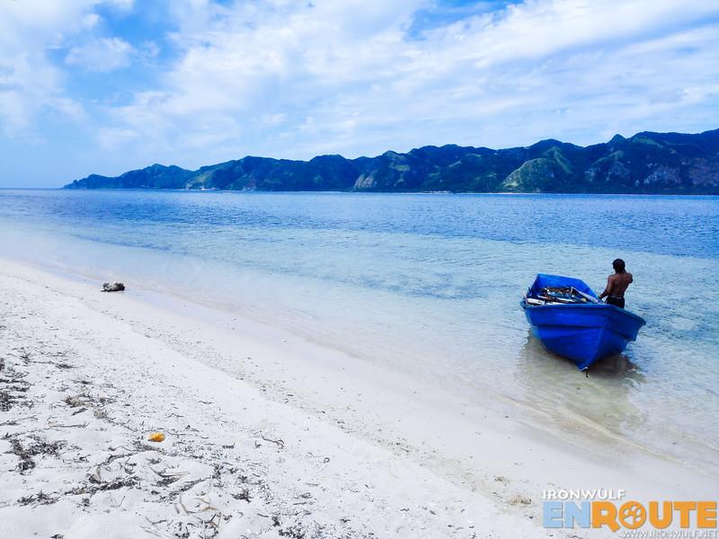 Docking on the white beach of Vuhus Island